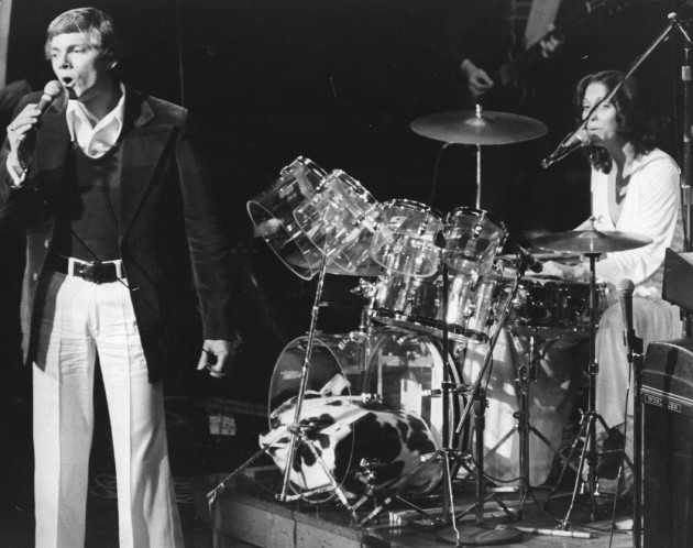 25th February 1974:  Richard and Karen Carpenter (1950 - 1983) playing live on stage in London.  (Photo by Tim Graham/Evening Standard/Getty Images)